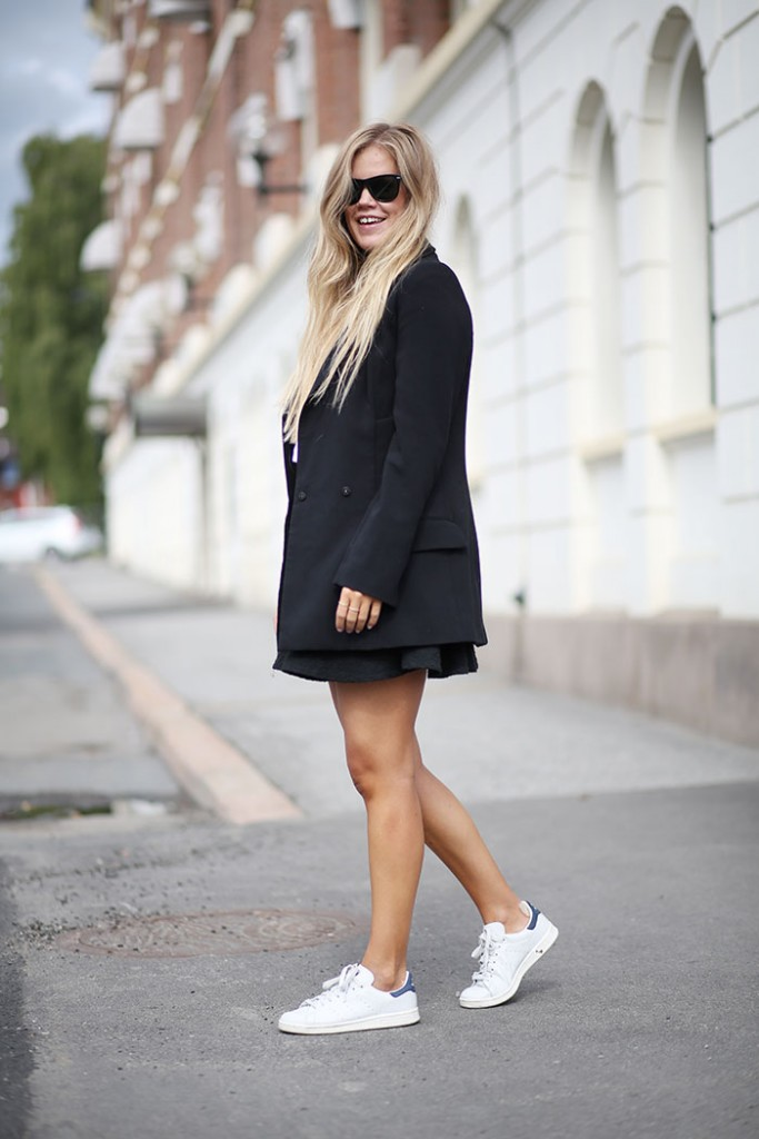 HW5A2233by-malene-birger-blazer-adidas-sneakers